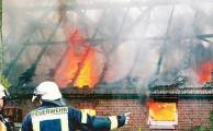 28.04.2014 um 16:58 Uhr - Großfeuer vernichtet Hofstelle