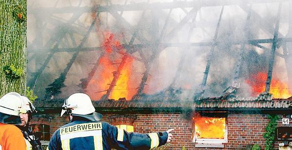 28.04.2014 um 16:58 Uhr – Großfeuer vernichtet Hofstelle