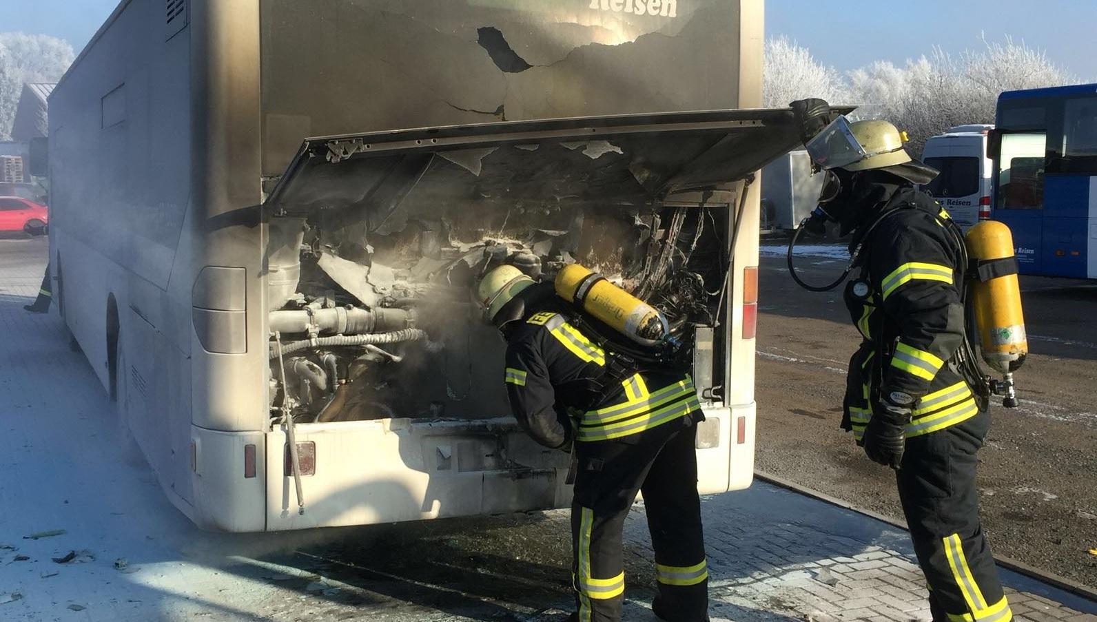 Am 21.01.2016 um 11:59 Uhr – Fahrzeugbrand klein / Brennt Bus