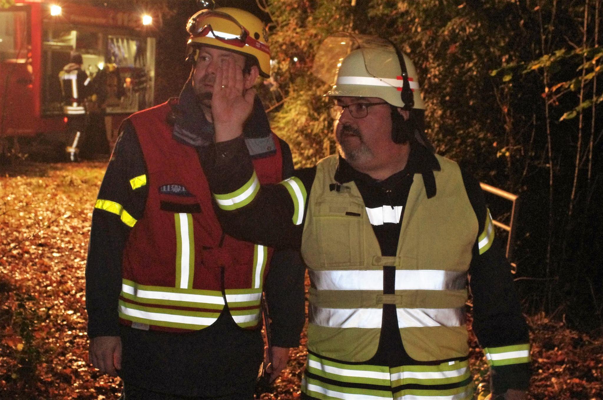 Am 01.11.2016 um 19:30: Übung: Feuerwehr und Technisches Hilfswerk Hand in Hand