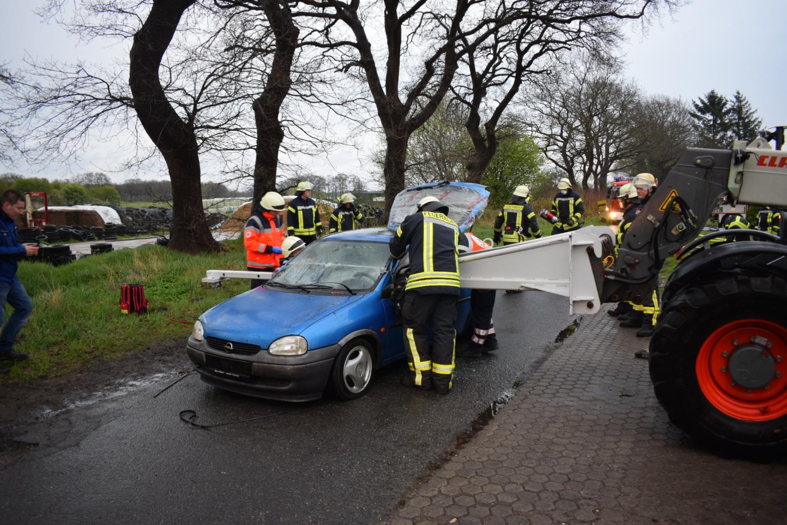 Am 12.04.2017 um 19:26 Uhr – Einsatzübung: Verkehrsunfall in Godensholt
