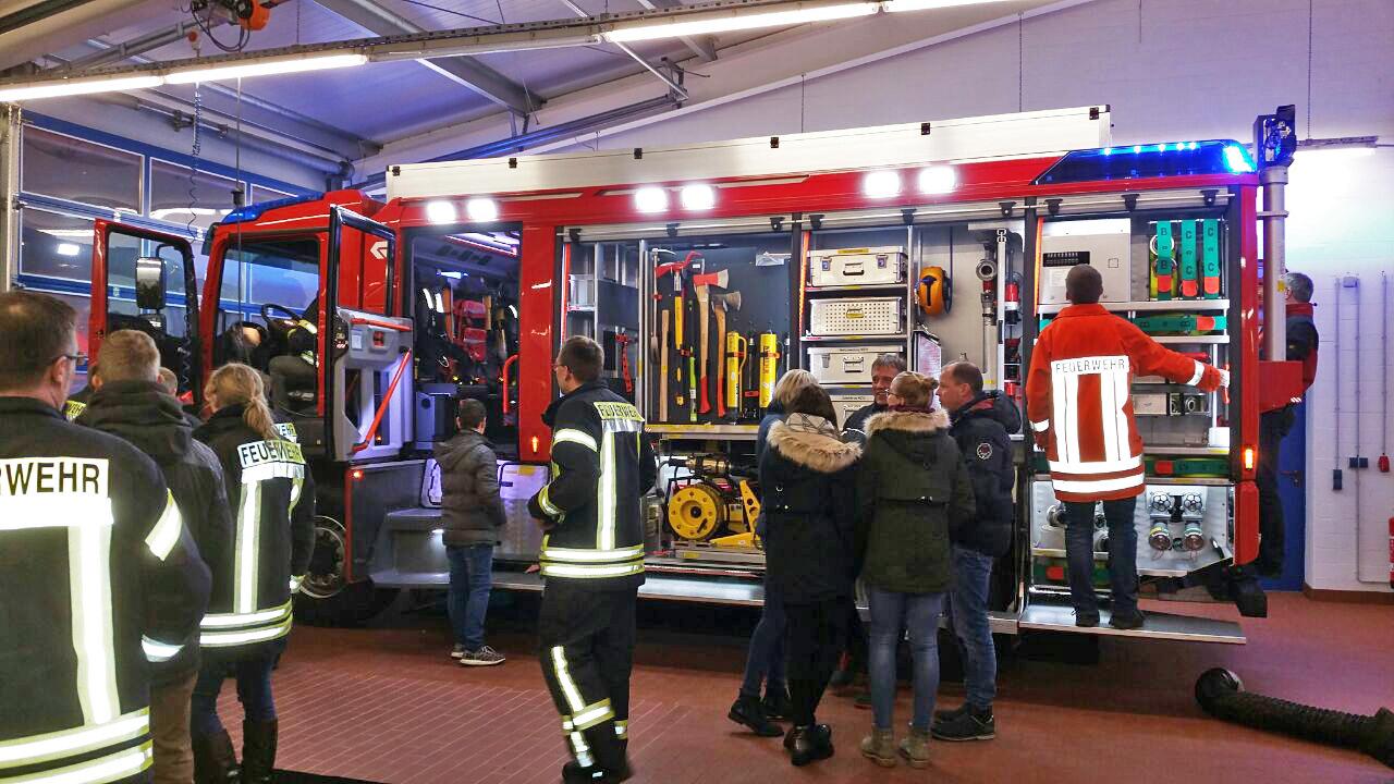"""Dienstag, 12. Dezember  – """"Großer Bahnhof"""" für das NEUE TLF3000"""